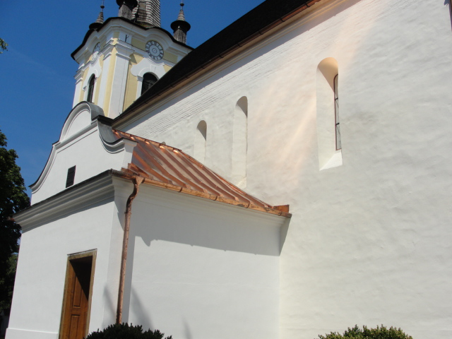 A középkori ablak kívülről